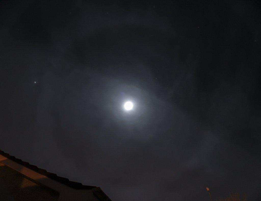 moon-halo-231212-8300937101-o.jpg
